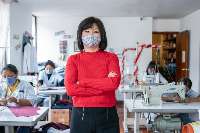 La Carmiña López és clienta de la organització sòcia d'Oikocredit Cooprogreso, i té una empresa familiar (Rac Moda) que fabrica roba. (Per descarregar l'arxiu, fes clic a la imatge).